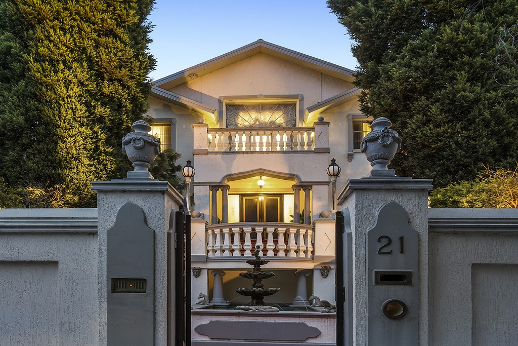 Majestic Mansion in Wheelers Hill