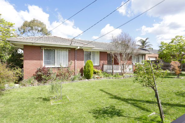 Grandstand, 18 Cinerea Avenue, Ferntree Gully, For rent