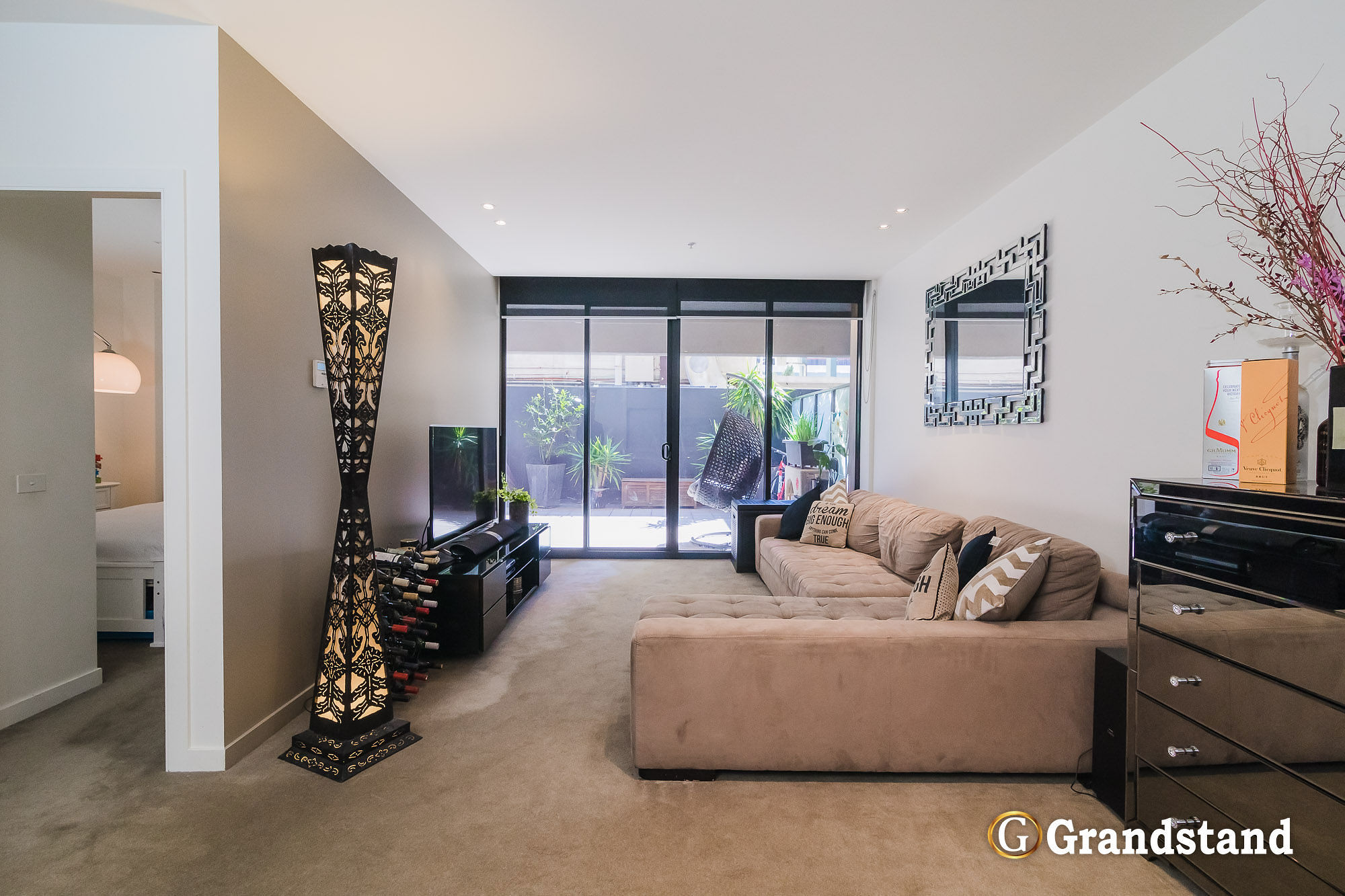 Stylish 2 Bedroom Grosvenor Apartment with Private Courtyard