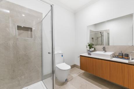 12.-Bathroom