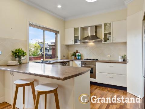 Kitchen-1_212_Lawrence_Rd_Mt_Waverley