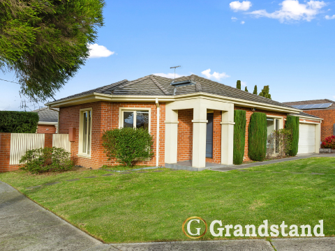 Main-Picture-1_212_Lawrence_Rd_Mt_Waverley